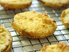 Intertwined: Fried Green Tomatoes Make a Meatless Meal Great