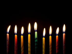 4 Ways to Wrap Up Hanukkah More Sustainably